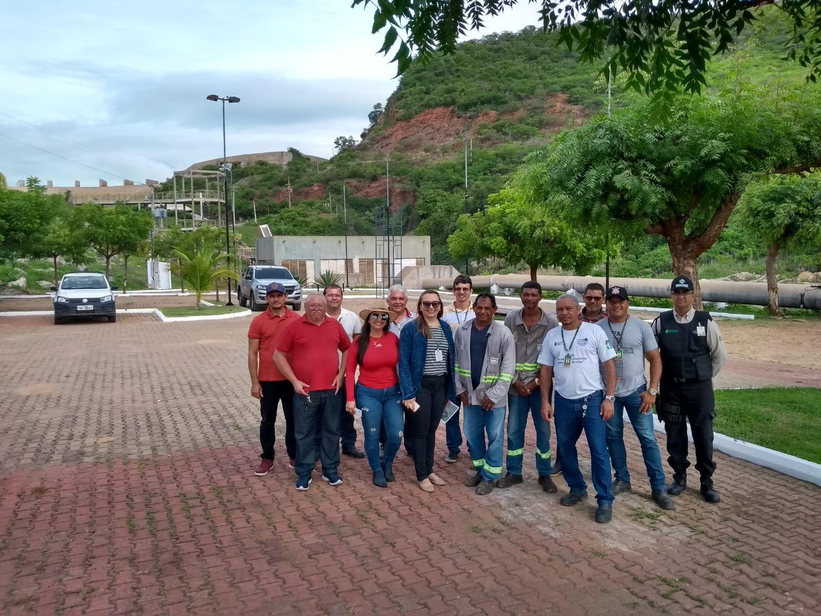 Membros do CSBHAJ e COGERH realizam visita ao açude Orós